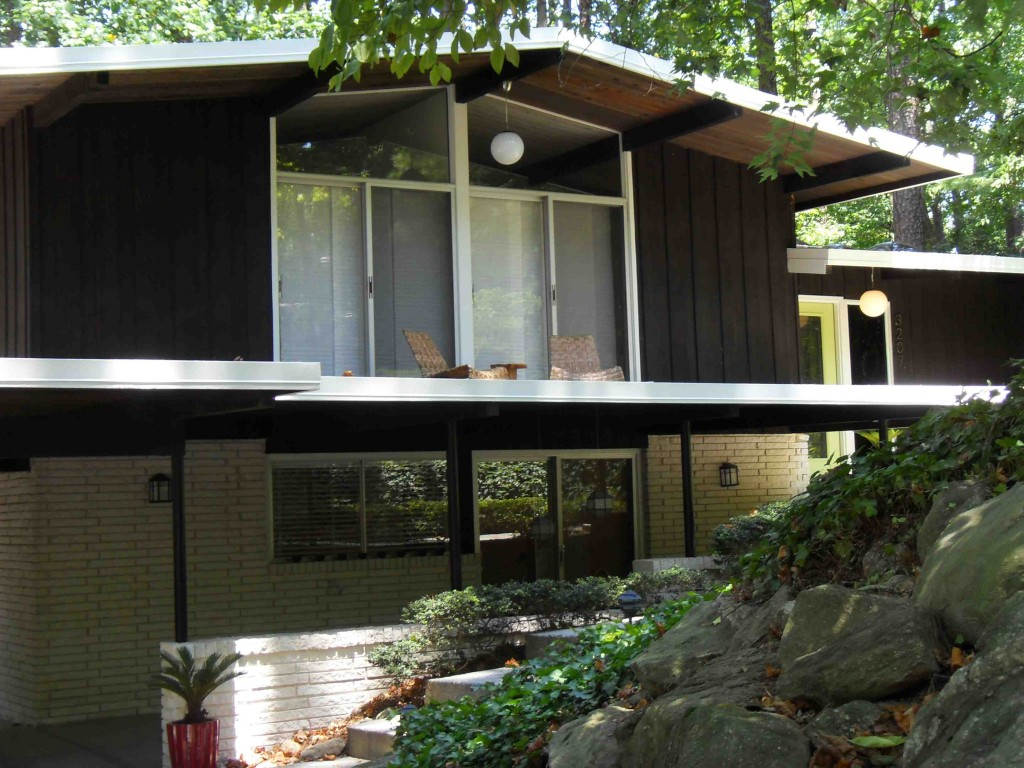 Northcrest atlanta 39 s one and only mid century neighborhood Contemporary homes atlanta
