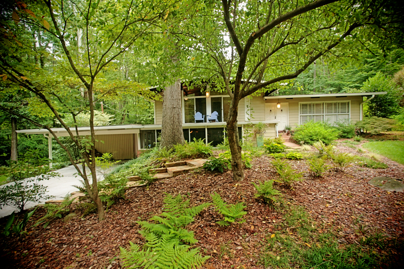 Mid century modern homes atlanta ga archives domorealty for Modern home builders atlanta