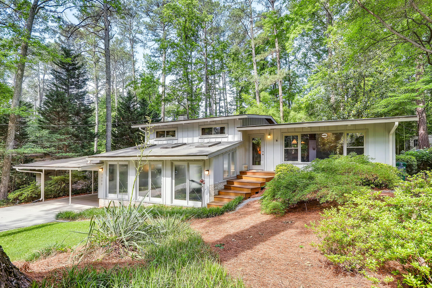 mid century modern northcrest homemodern atlanta homes for sale mid century - Mid Century Modern Home Exterior