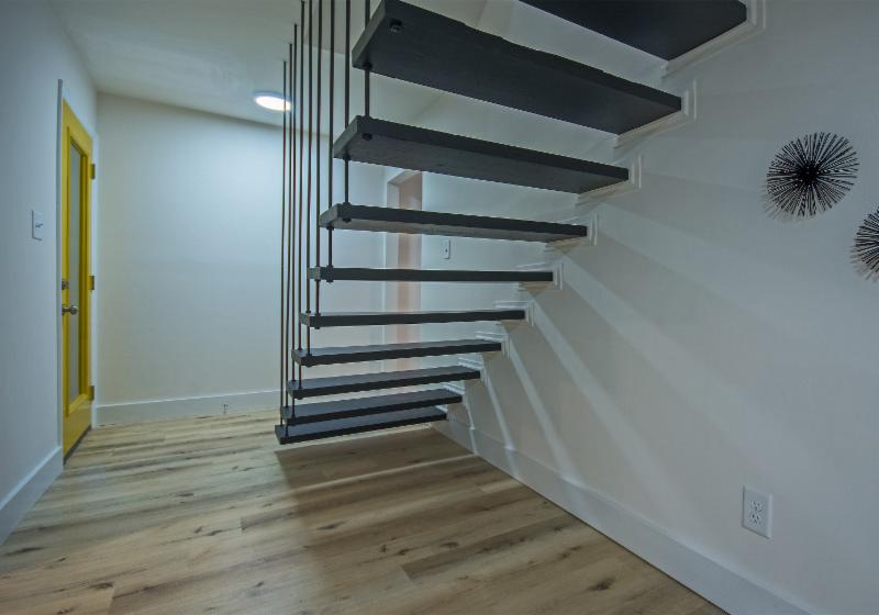 3515 Regalwoods Drive Floating Staircase