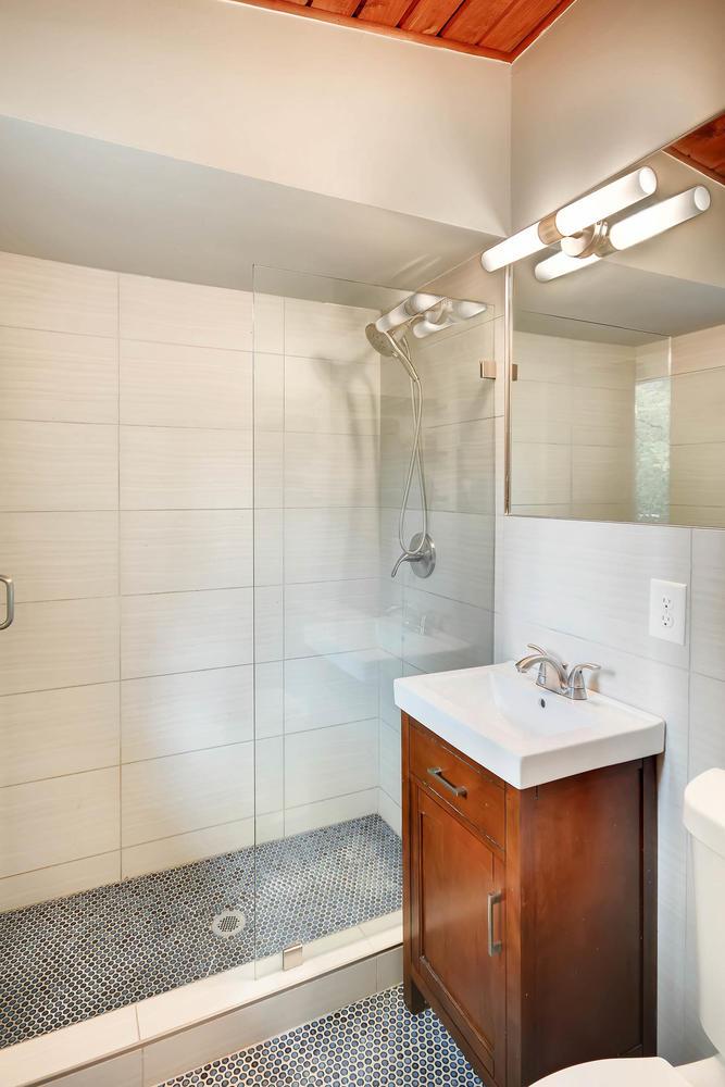 3660 Northlake Drive Bathroom
