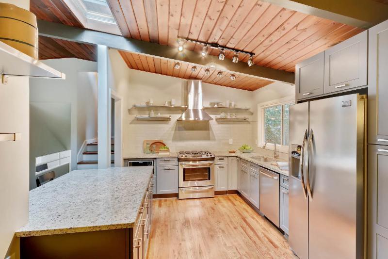 3660 Northlake Drive Kitchen